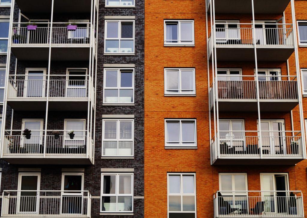 Wohnungen mit Balkon von Außen